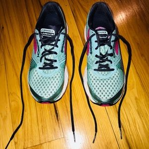 Brooks Shoes - Worn a few times -  Brooks Running Shoes Size 8.5M